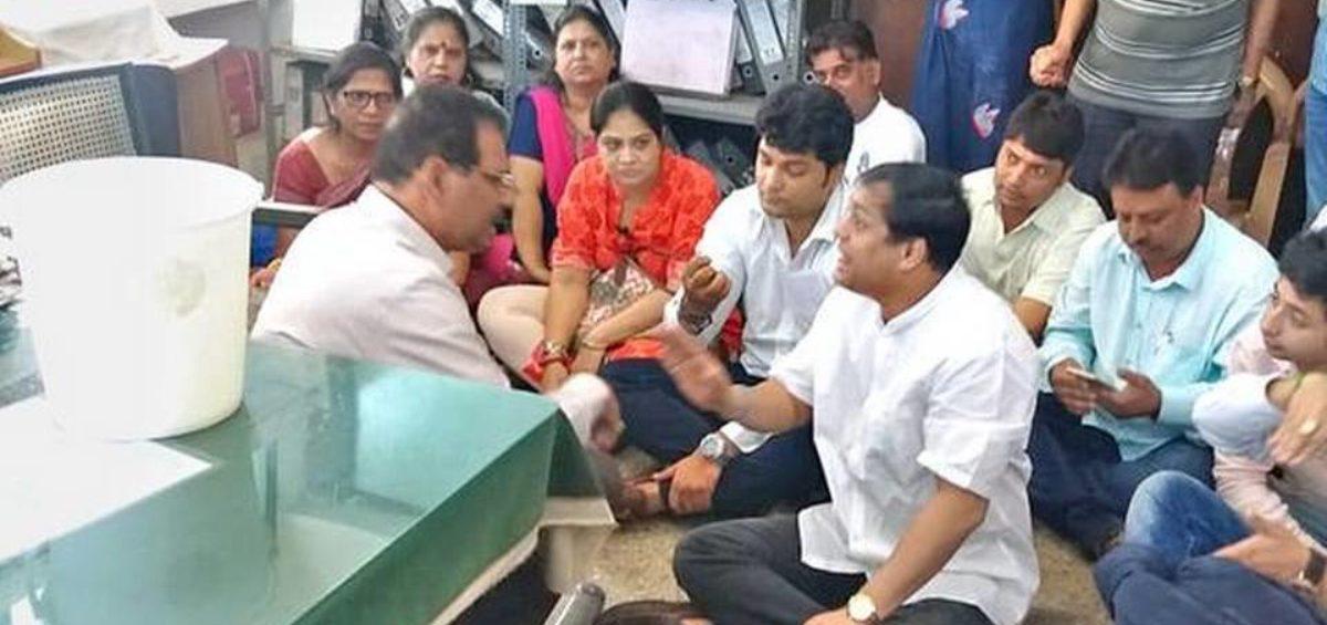 Ameet Satam and Sena Leaders protests